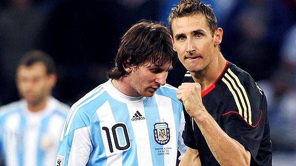 e_Klose-Messi_576x324